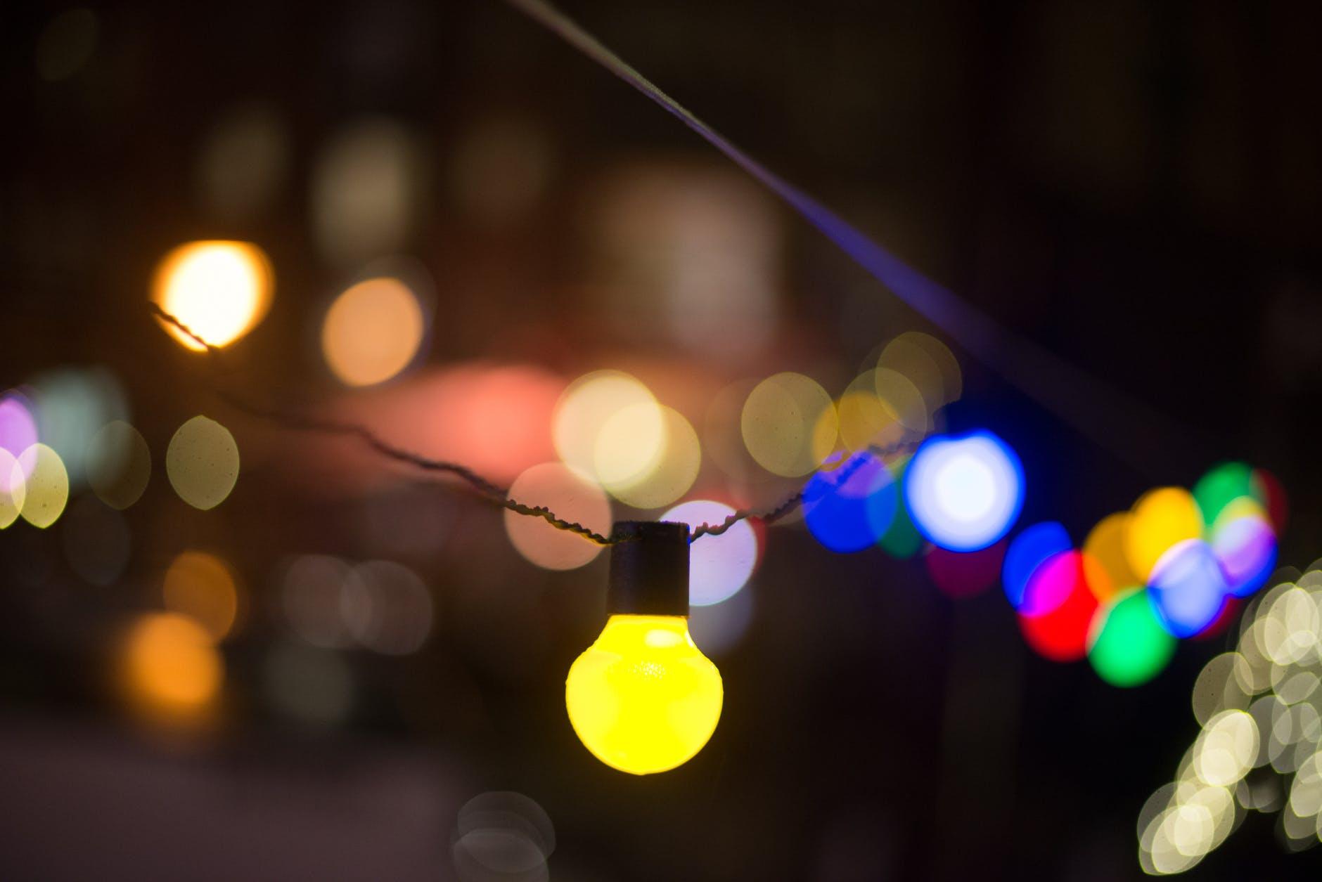 light-bulbs-yellow-lights-332306